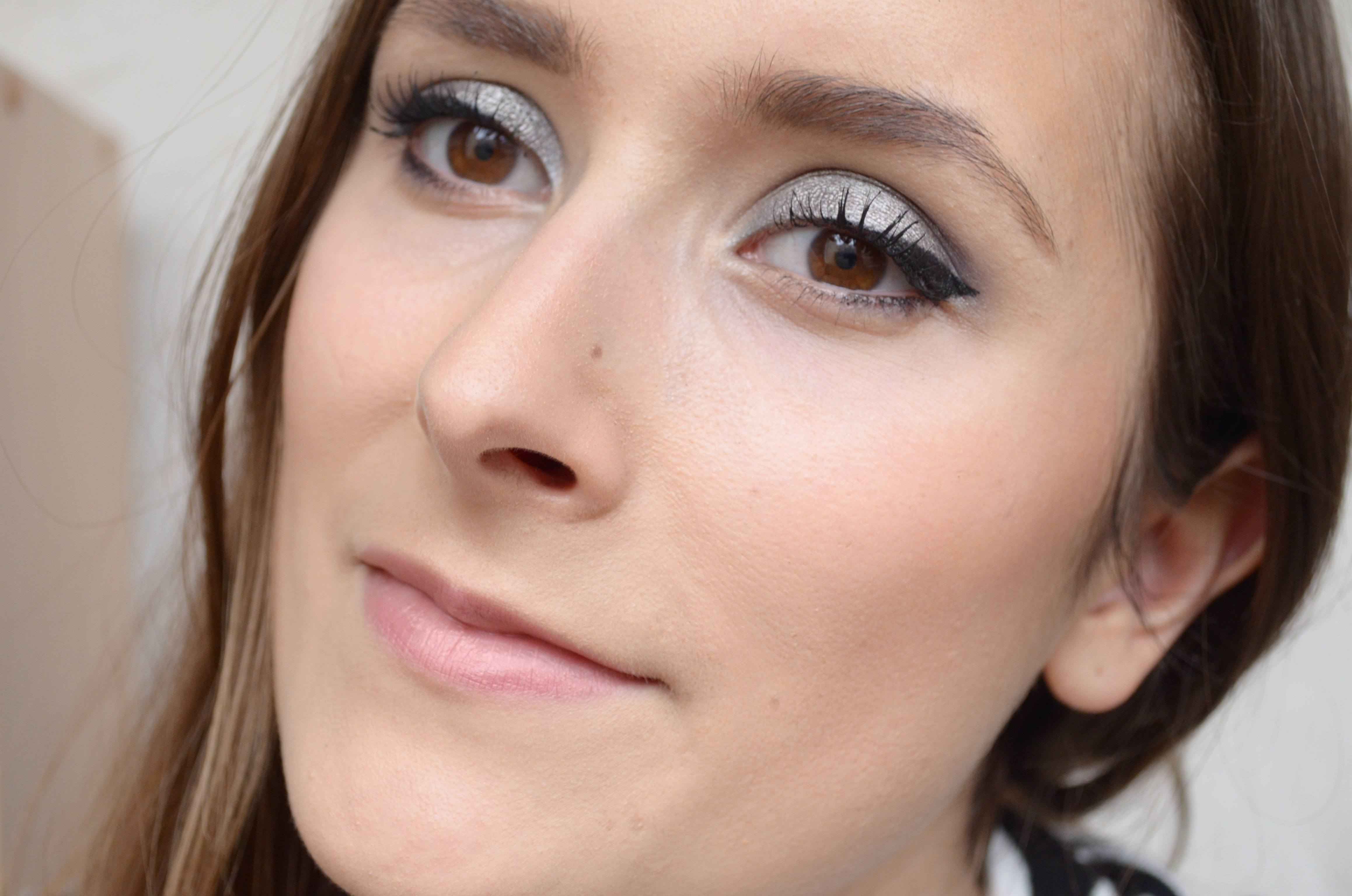 Maquillage gris anthracite avec ma palette homemade - Maquillage yeux gris ...