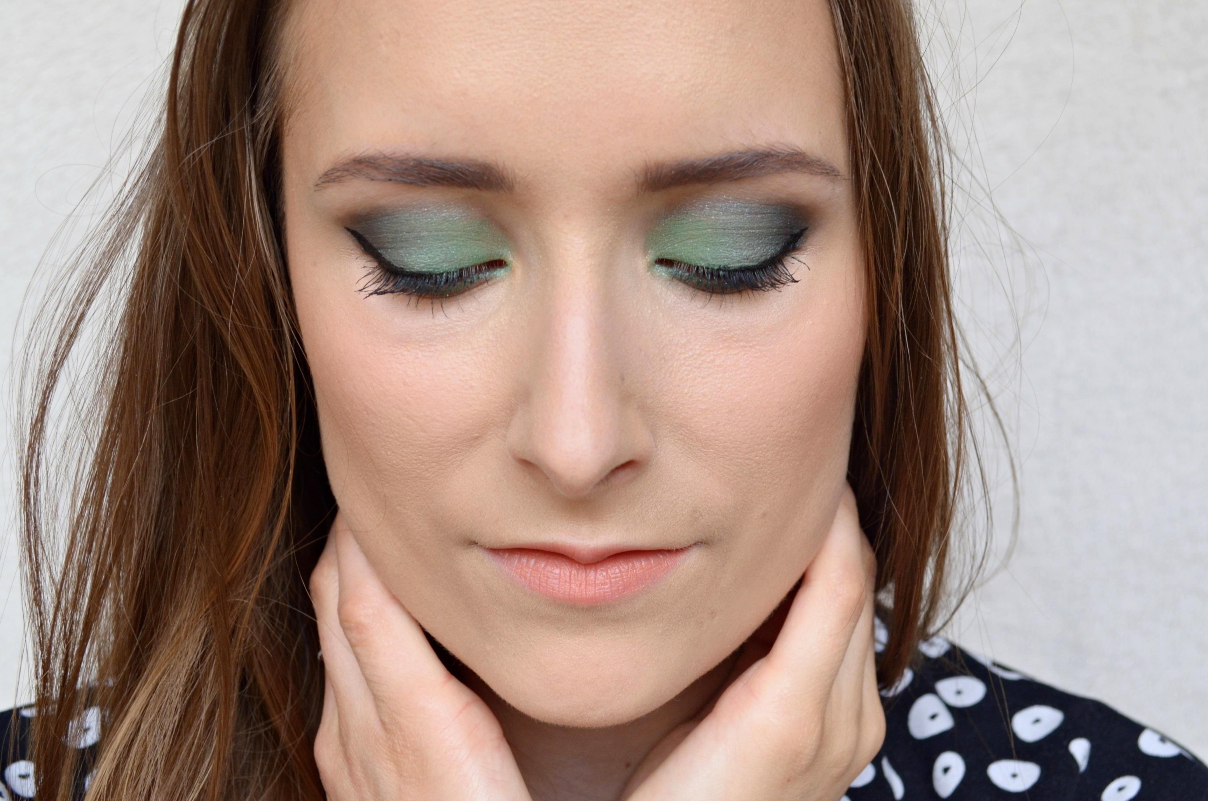un maquillage vert meraude avec boho peppermint beauty la beaut au naturel. Black Bedroom Furniture Sets. Home Design Ideas