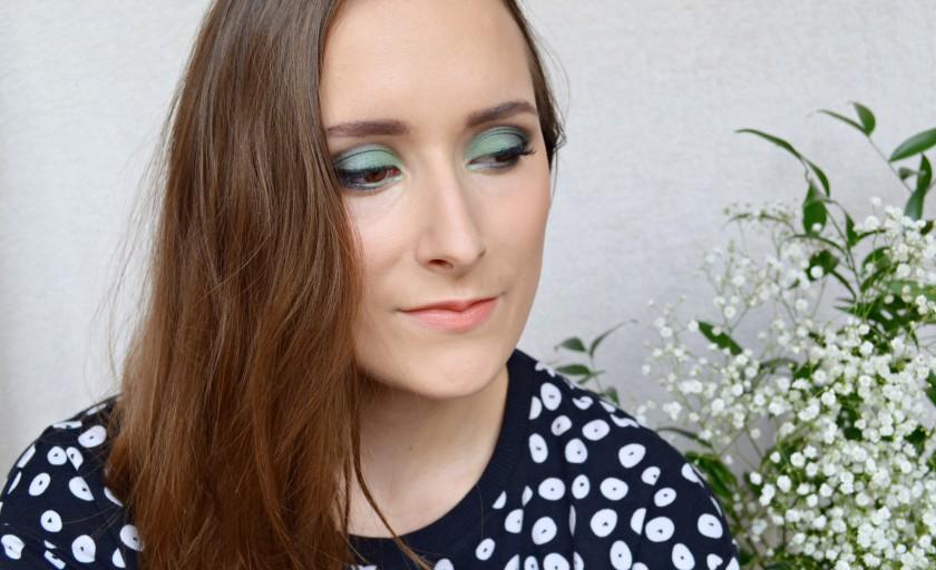 Un maquillage vert émeraude avec Boho