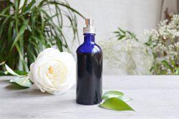 Brume d'oreiller relaxante maison aux huiles essentielles
