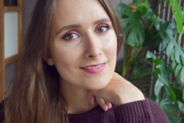 Maquillage automnal aux tons cuivre et bordeaux
