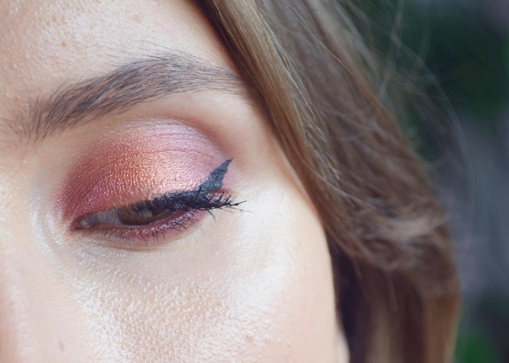 Maquillage cuivre et bordeaux