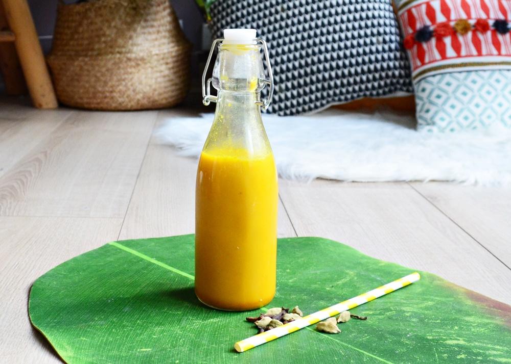 Recette de golden latte au curcuma et épices