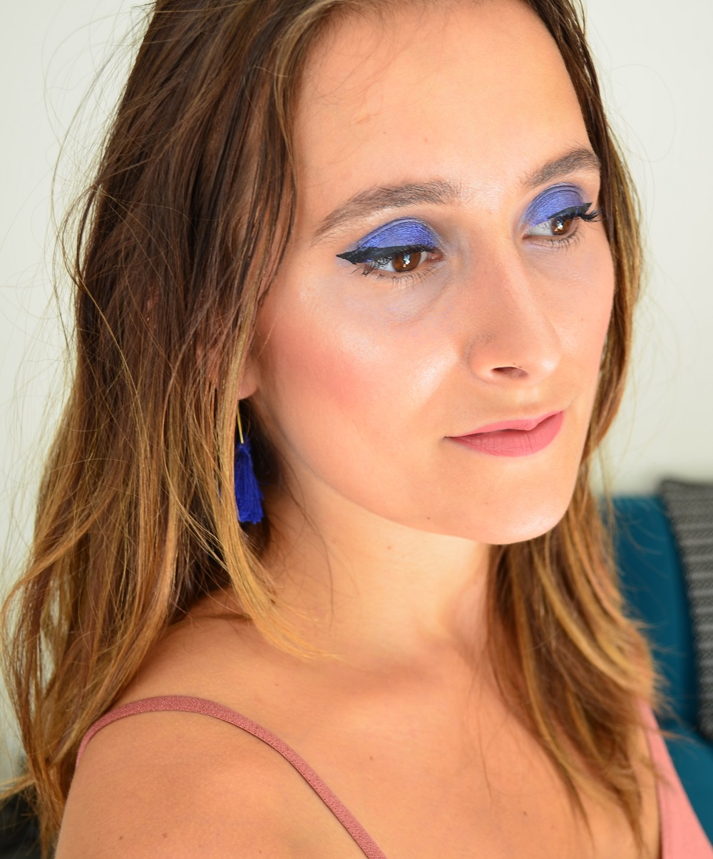 Maquillage bio bleu et vieux rose